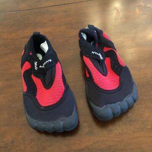 💙 Boys Newtz Water Shoes in Size 7/8 💙